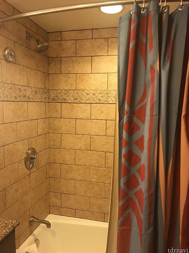シャワーとバスタブ有
