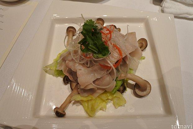 豚肉と野菜の湯引き下の写真のソースにからめるに限ります!