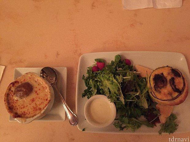 ランチに食べた、オニオンスープとキッシュかな。 キッシュ味は美味しいけど、油っぽい(´・_・`)パイの部分と分離しています。