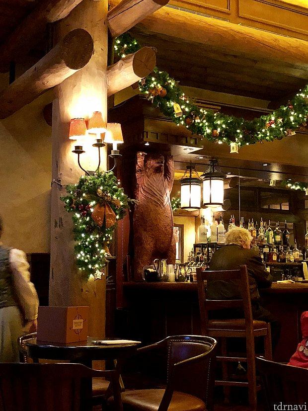 イエローストーン国立公園をテーマにしたこのホテル。クマのモチーフなどあり、ゆったりとした国立公園の雰囲気がよく出ています。
