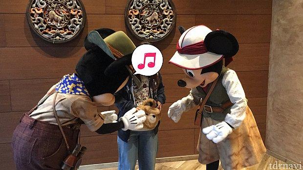 ミキミニは、香港ディズニーで買ったダッフィのポシェットに大反応!