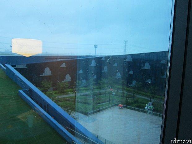 窓からの景色。あいにくの雨で。