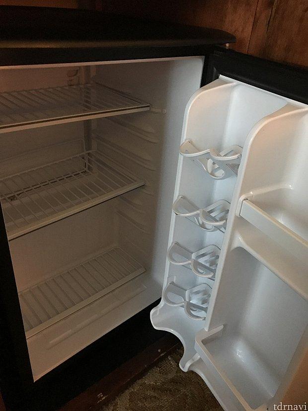冷蔵庫には、テイクアウトのケーキが箱事すっぽり入りました🌺