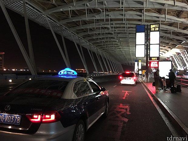23分で浦東空港T2に到着。