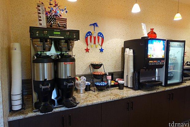 飲み物は、コーヒー、紅茶、ソフトドリンクが揃っています。