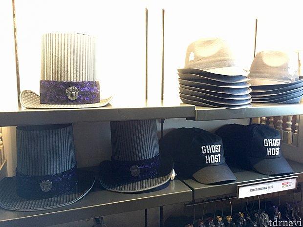 男性用帽子もいくつか用意されています。フォーマル風なものからキャップ系のものまで。左側の長いハットは$39.95。