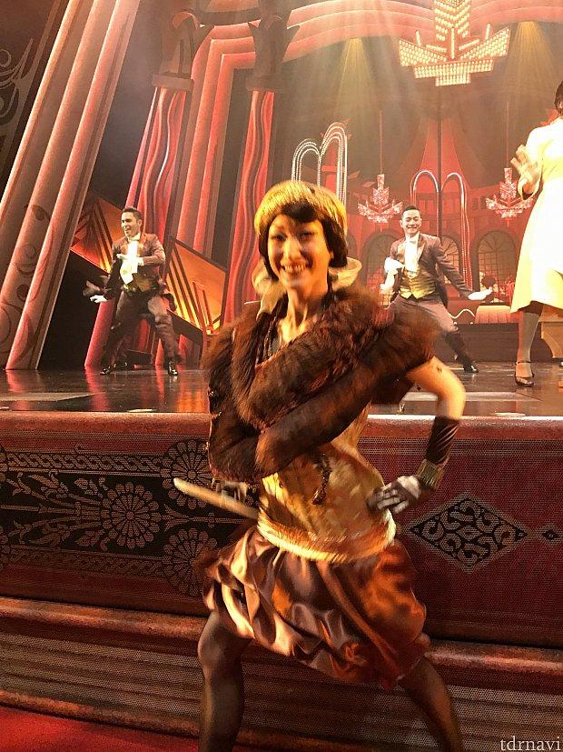 最前ならダンサーもステージ下に来ますよ!