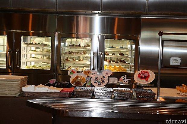 お子様メニューはこちらスーベニアプレート付も選べます♪一番右は限定デザート1,000円プラスにて選べます!