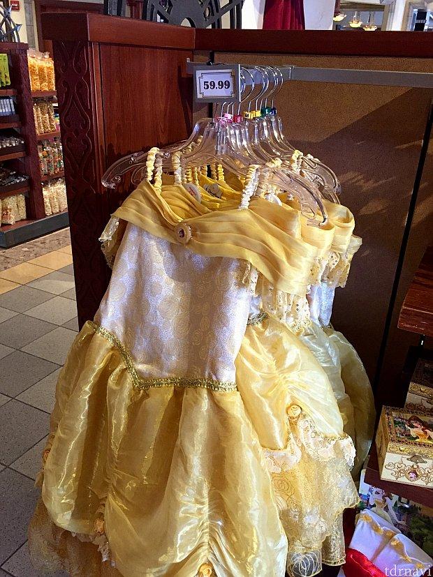 ドレス風の服。小さな女の子は喜びそうですね。