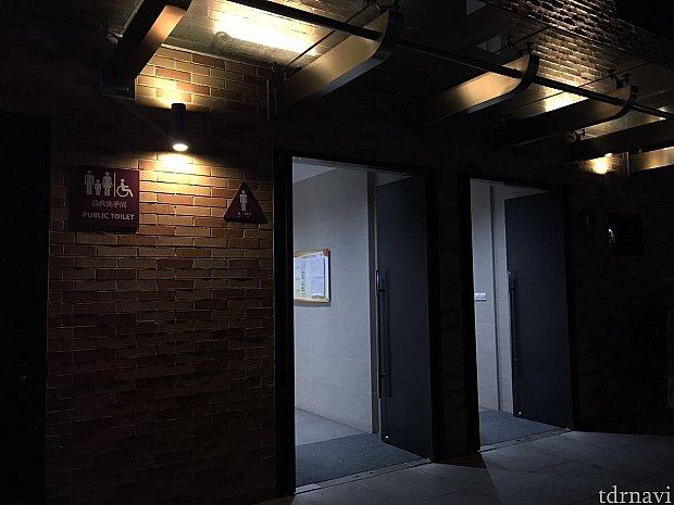 ゲストセンターのとなりにはトイレがあります。