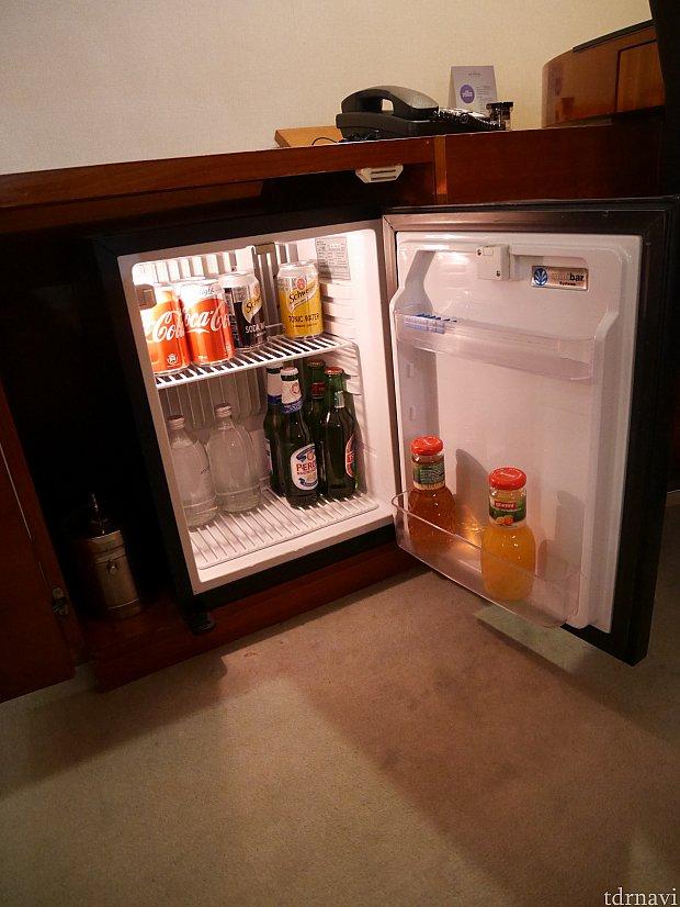 冷蔵庫は既に色々入ってるので自分のは入れにくいかも。