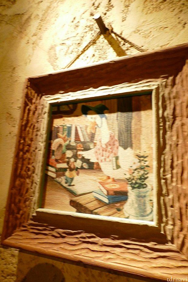 クリッターいちの読書家、ガチョウのおばさんがグランマサラに寄贈した本がたくさんおいてあります。彼女は移動図書室を営んでおりクリッター達に本の魅力を説いています。グランマサラのキッチンを外に出て左横に彼女のお家があります。お家の前の台車を覗き込んでみてください。寄贈してもまだたくさんの本が余っているようです。彼女の可愛らしいピンクのお家も是非チェックしてみてください✨