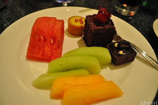 フルーツがやっぱり美味しいので幸せ。メロンやスイカなどなど。しい!