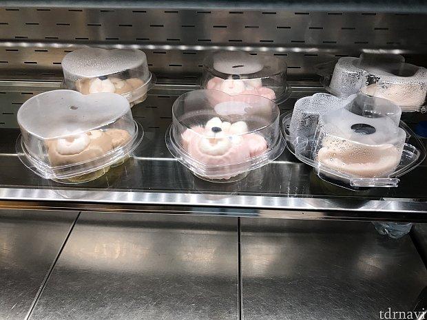 シェリーメイパンナコッタ以外にもダッフィーコーヒーパンナコッタ(45元)、ミッキーアップルココナッツケーキ(55元)がありました。