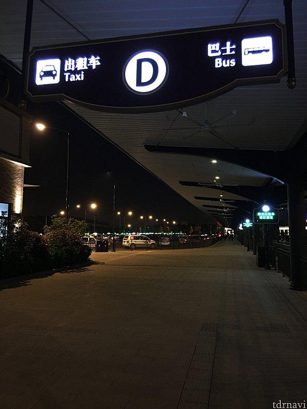 Dはタクシーとバス乗り場になっています。