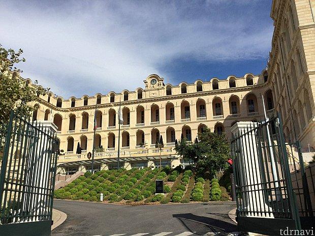 マルセイユのインターコンチネンタルは宮殿のような見た目でした