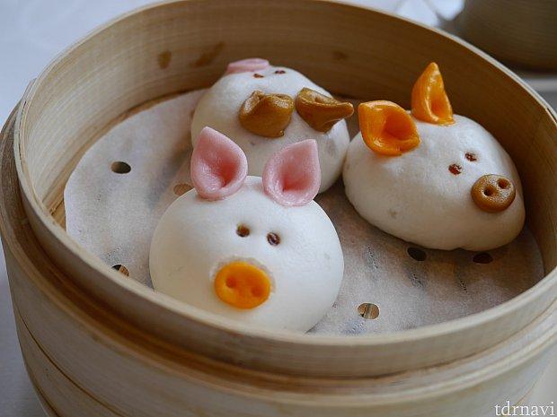 豚さんは豚まんです。とっても美味しいですが、子供には八角がきつくてダメだった模様。