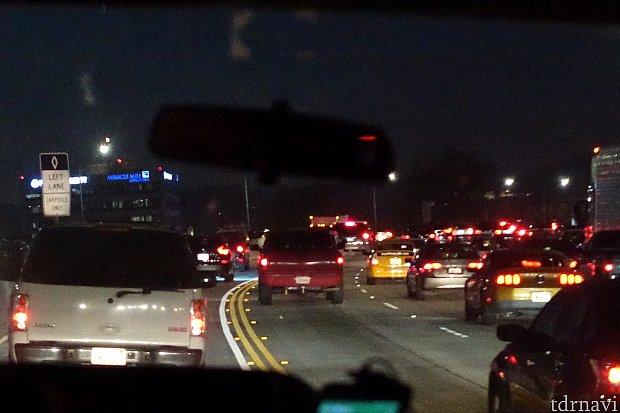 1時間ぐらい渋滞に巻き込まれました。