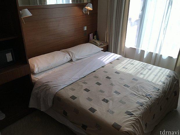 ベッドはダブル。ちょっと長さが短いかも…(167cm女子的に)