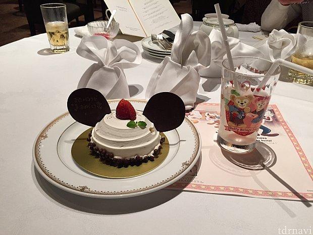 誕生日ケーキとコレクタブルグラス