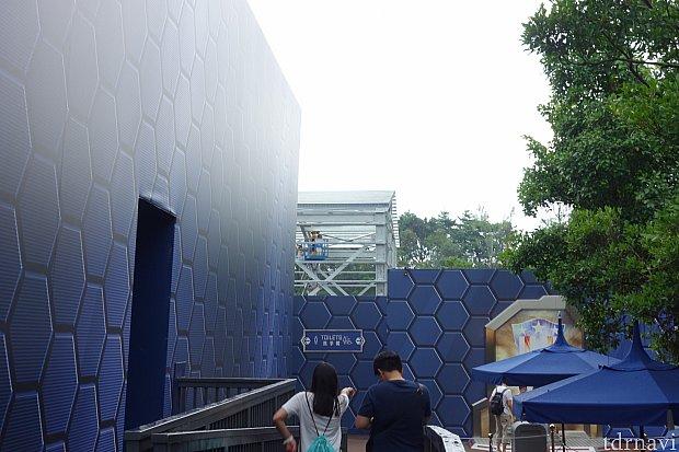 イベントスペース1号館(パビリオン)の隣りに建設されている3号館らしき建物。