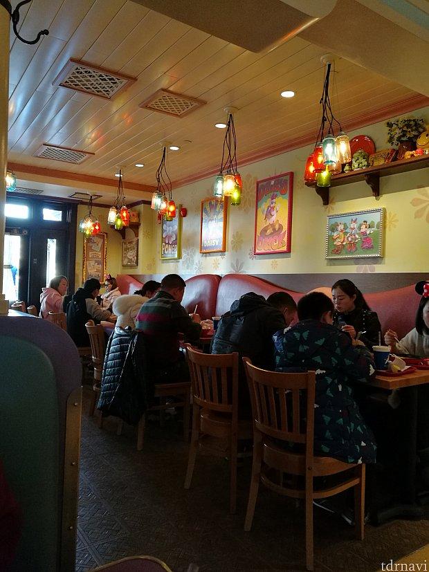 色んな部屋があったみたいですが、デイジーの部屋で食べました。デイジーの絵がかわいいです!