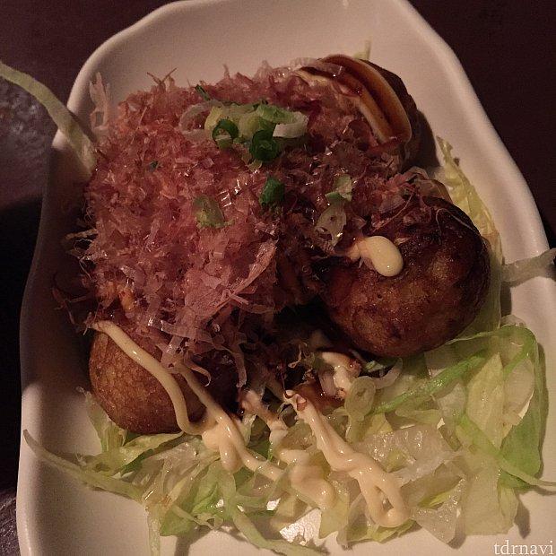 ホカホカではないけど普通のたこやき。日本で食べたほうが美味しいのは分かっているけど、あるとなんとなく食べてしまう。