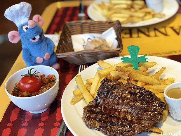 メインのステーキとラタトゥイユ!