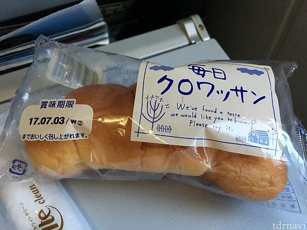 機内食のスープパスタについてるパン