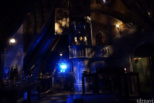 ハリー達が登場する部屋。雪の降り方がUSJとは違うかも。