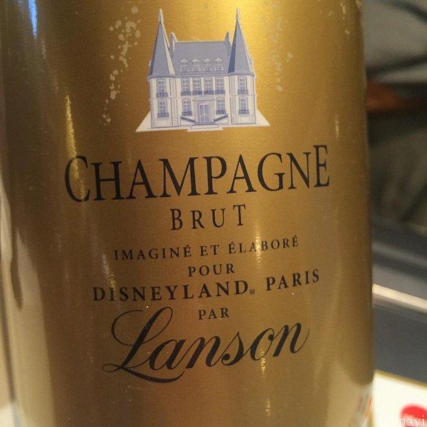 こちらはオリジナルのシャンパン。さすがはフランスです!