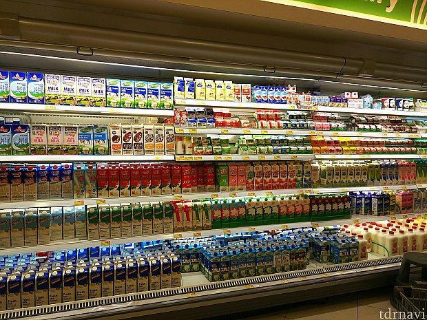 牛乳や豆乳、ジュース類はやっぱり中国語表記が目立ちます。
