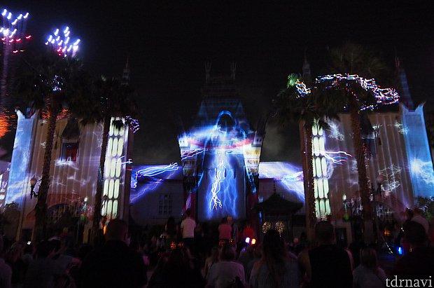 これが一番すごかった!ダース・シディアスの「パワーーーーーー!!!!」のシーン。素晴らしくレーザー光線と連動していました。