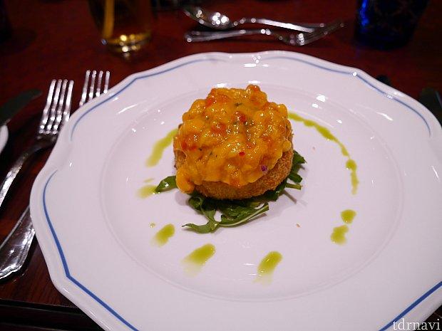 前菜①クラブケーキ マンゴーソース中身は魚っぽいと思ったのですが、クラブってことはカニ!?マンゴーの味が強めでした。