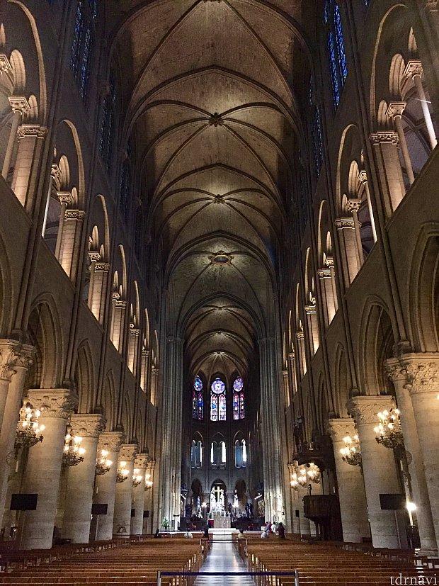大聖堂の内部を見たり…