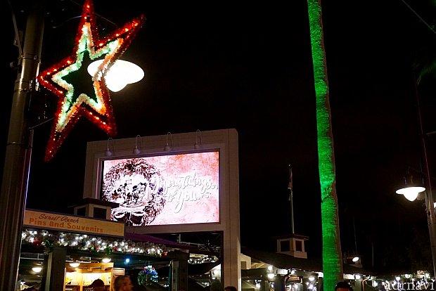 そしていよいよ、サンセットブルバードに。新しく設置されたビルボードはスクリーンになって、色々な映像を見せてくれます。