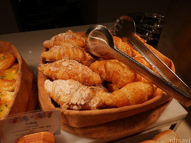 クロワッサンにハムやチーズを挟んで焼いたら美味しそう!ブッフェのみでも十分満足できそうです。
