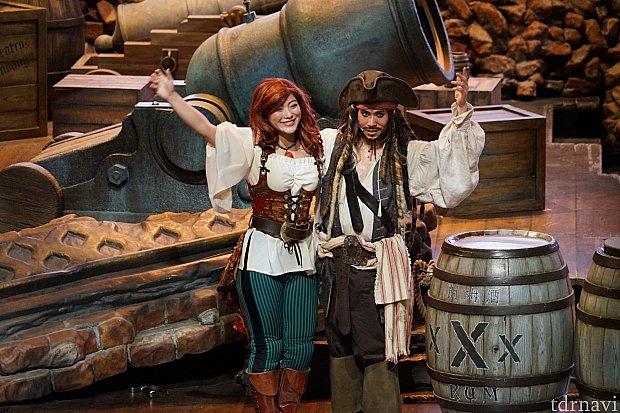 ジャックスパロウ船長と美人な海賊さん