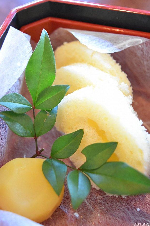 栗のロールケーキカスタードクリームとくりの粒が入っていて、とでも優しいお味で美味しいです。