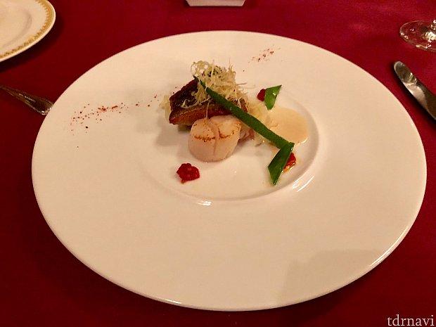 ガリオン2品目。 イサキと帆立貝のポワレです。 臭みもなく美味しく頂けました!