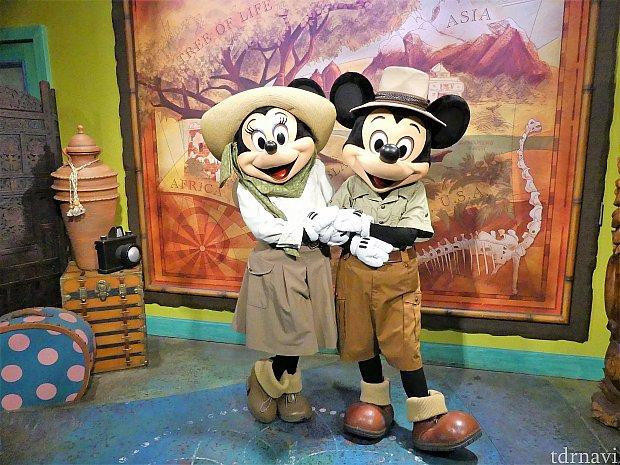 ミッキーとミニーちゃんは、アドベンチャー・アウトポストというグリーティング施設で会うことができます。FP+なしで15分弱で会うことができました!
