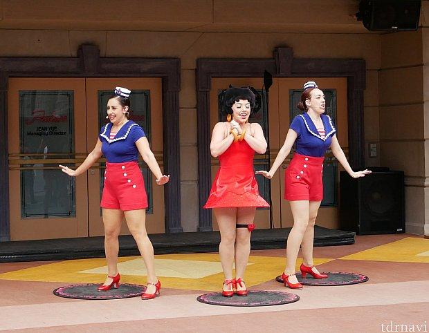 ダンスだけでなく、ベティちゃんの歌声も聞くことができます。他の曲も頭に残りやすいメロディーのものが多く、みんなノリノリです!!!