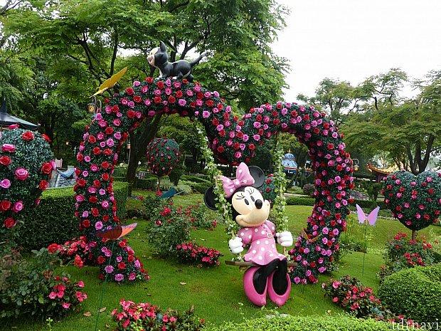 お花のブランコに乗るミニーちゃんが可愛い❤️