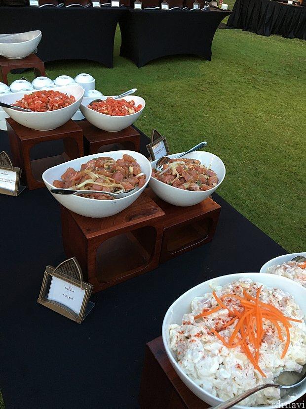 手前からポテトサラダ、アヒポキ、トマトのみじん切りサラダ。