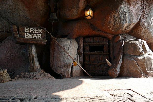 こちらはブレアベアのお家。中からブレアベアのいびきが聴こえてきます💤💤