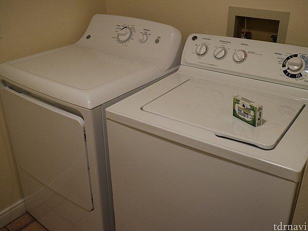 洗濯機と乾燥機が部屋に完備されています。いつでも洗濯し放題です。部屋に洗剤も置いてくれていますが、うちは日本からも持って行ってました。