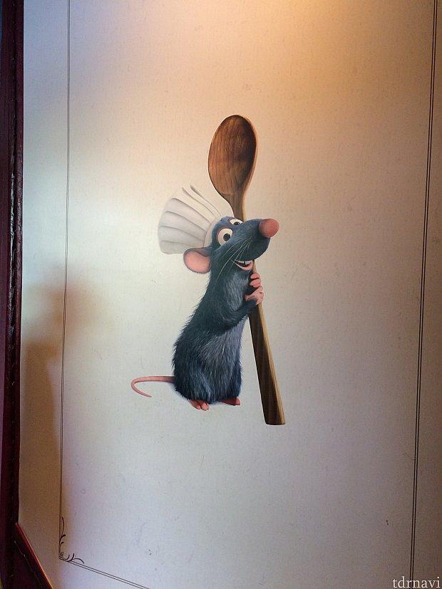 店内のレミーの絵