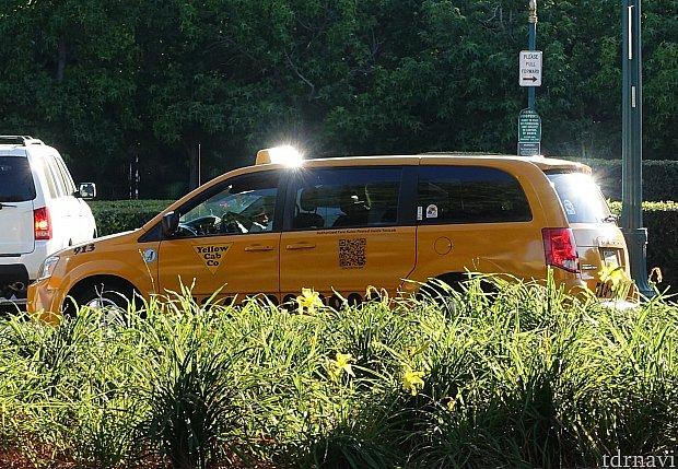 15分後に黄色のタクシーがお出迎えに。ホテル名を伝えてもドライバーさんは知らなかったので、カーナビに住所を入れて発進!