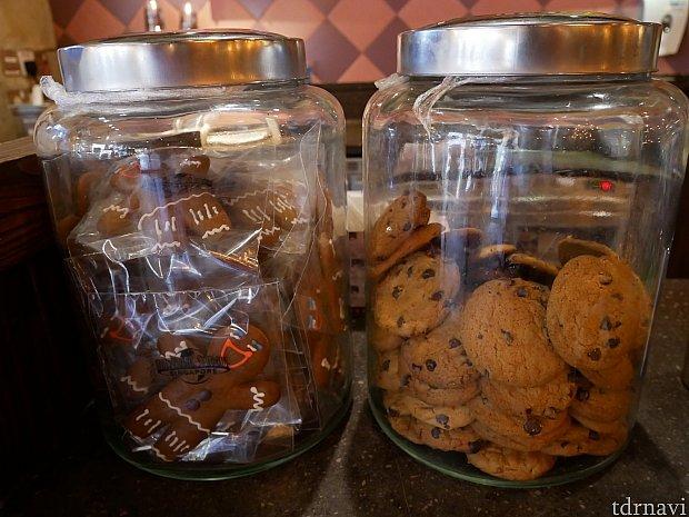 売り物なのかディスプレイなのか分からないクッキーたち。左は袋に入ってるから売ってそうな気がするけれど、特に値段はありませんでした。