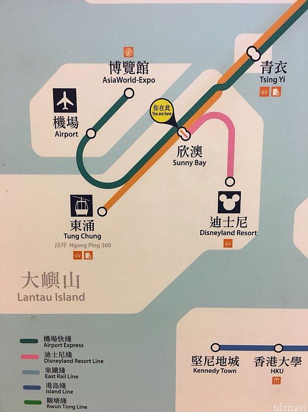 駅構内でみつけた路線図です。2回乗換える必要がありますが凄く簡単です。